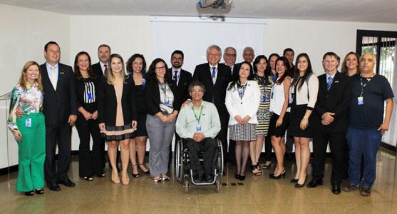 O presidente da Infraero, Antônio Claret de Oliveira, e vários funcionários da empresa reunidos no auditório da Sede.