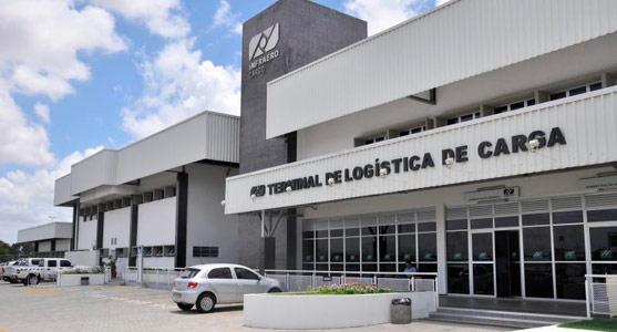 Fachada frontal do terminal de logística de carga do Aeroporto do Recife.