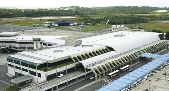 Imagem aérea do terminal de passageiros do Aeroporto de Salvador.